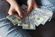accounting-balance-bank-notes-2068975